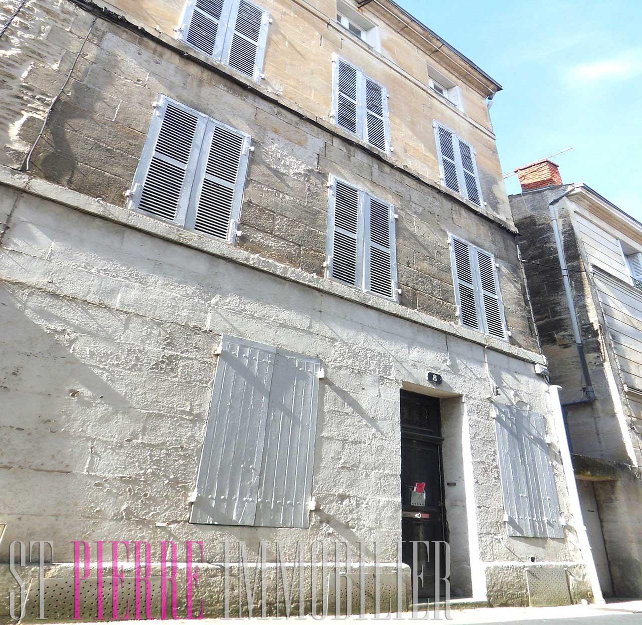 En vente petite maison de ville niort petit prix st for Renovation petite maison de ville
