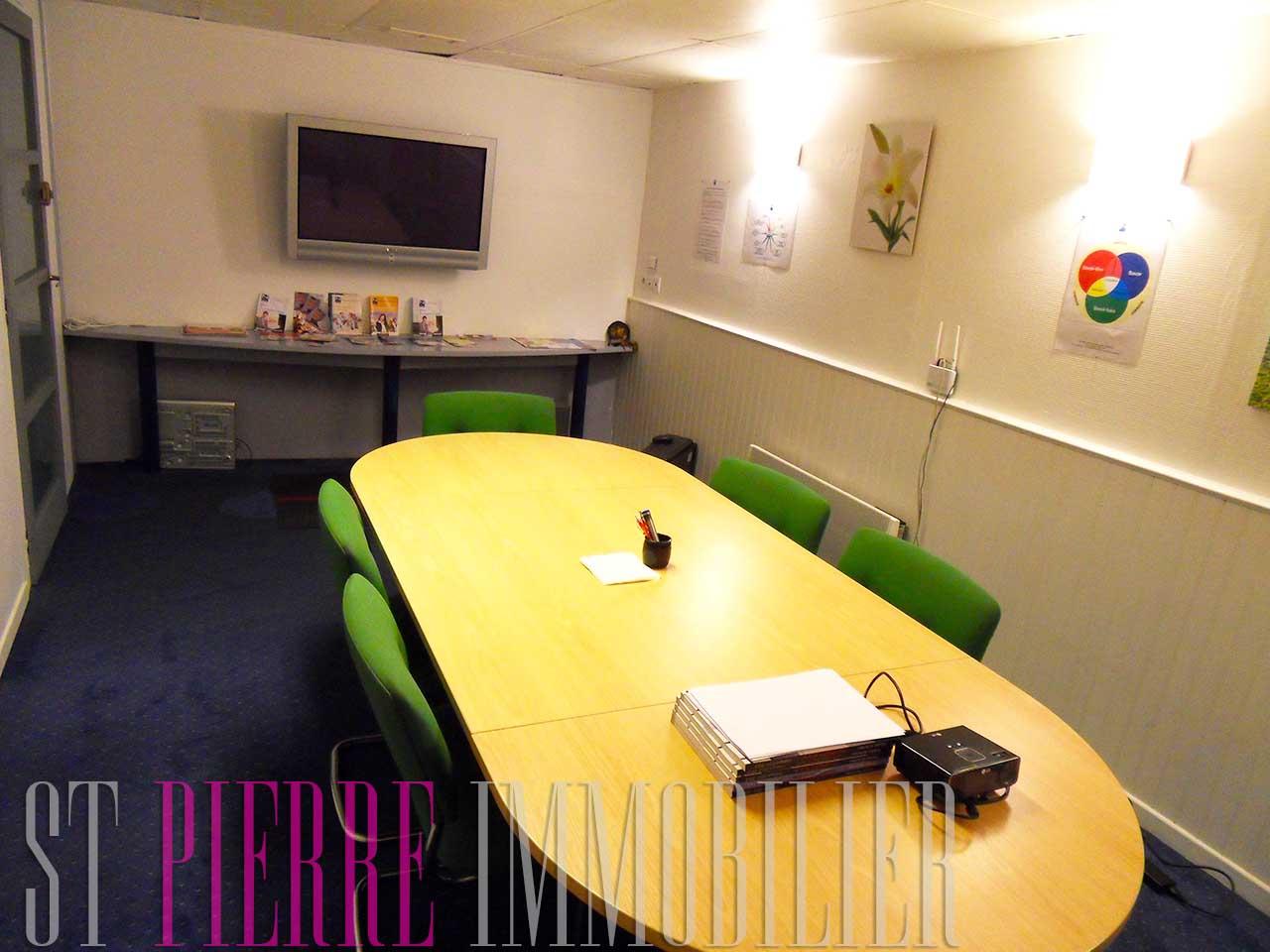 vente bureau rue de la gare niort st pierre immobilier st pierre immobilier niort. Black Bedroom Furniture Sets. Home Design Ideas