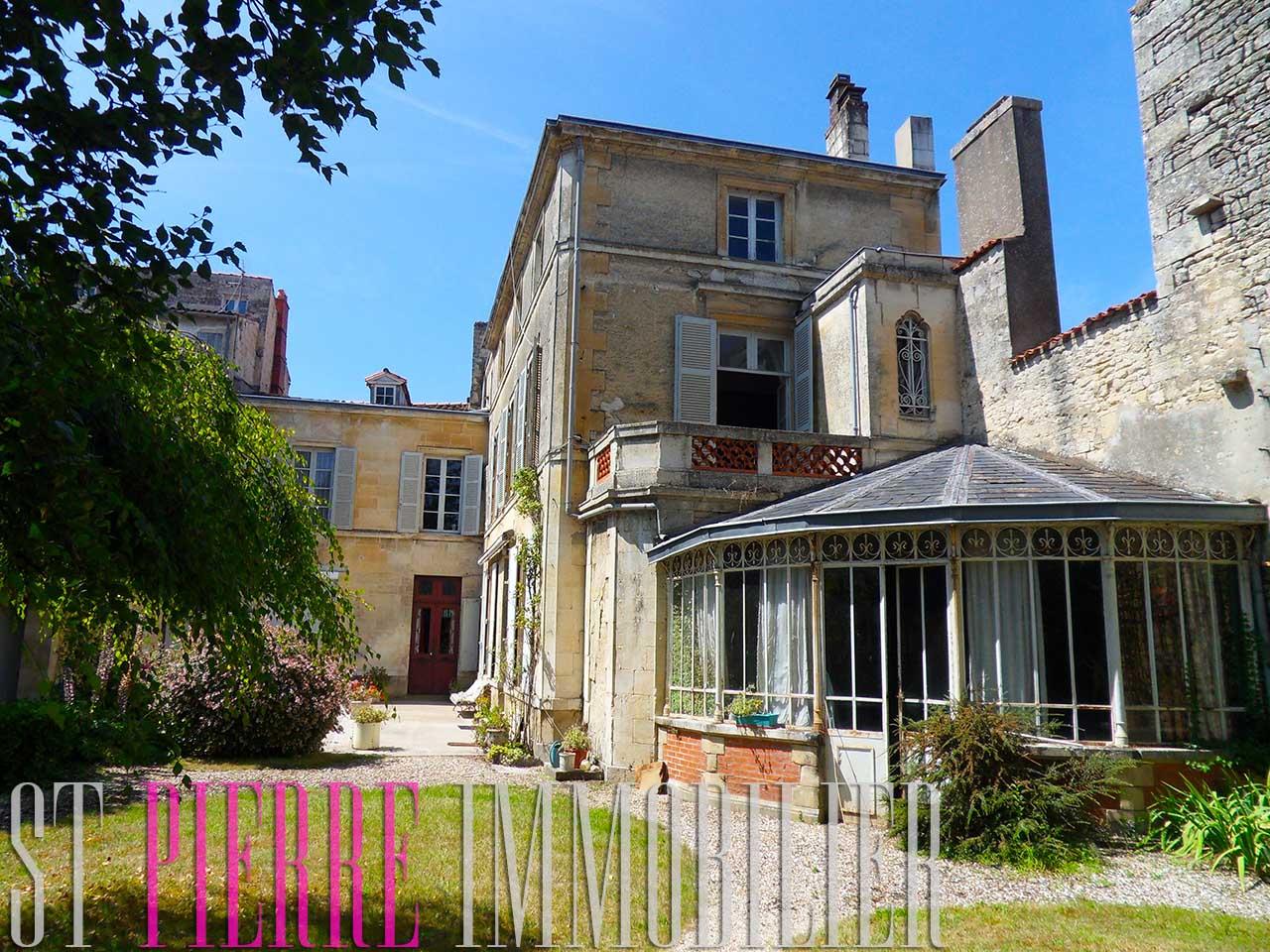 vente superbe maison de ville 387m2 en hyper centre de niort st immobilier niort