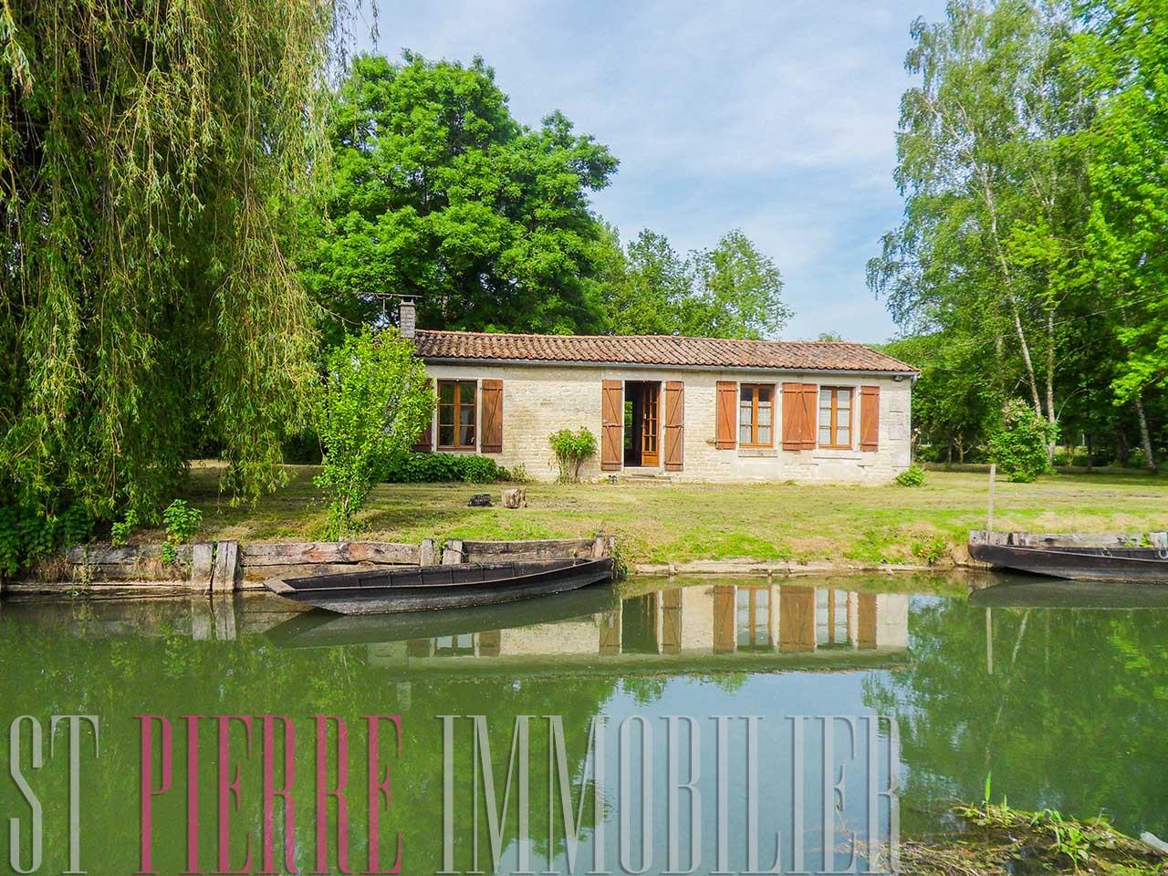 Vente maison au bord de l 39 eau coulon marais poitevin for Chambre d hotes coulon marais poitevin