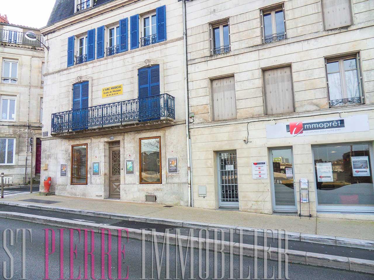 Louer local commercial place de la br che niort st for Location de garage niort